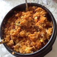 用拌饭勺把鸡蛋,辣酱与米饭充分拌开享用吧~